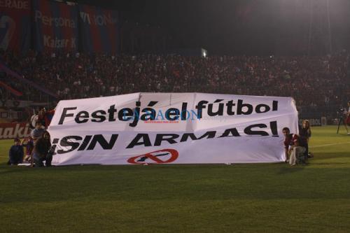 """Campaña """"Festejá fútbol sin armas"""" promovió la no violencia en multitudinario encuentro para la copa Libertadores"""